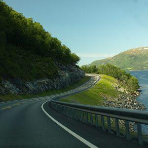 route de bord de lac