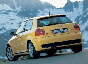 Une audi S3 8L Imola Yellow (face arrière)