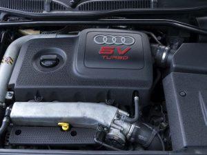 Une baie moteur d'Audi S3 8L