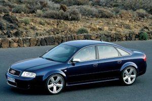Une Audi RS6 C5 de côté